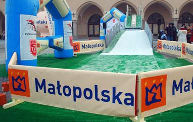 Kraków: Amatorzy skakali naRynku Głównym