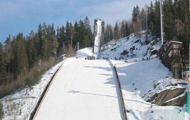 Sobota wVikersund: Dwa rekordy świata, trzy rekordy krajów, czternastu skoczków zżyciówkami