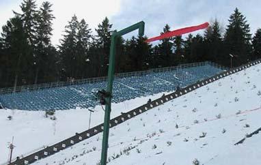 TCS Oberstdorf: I seria przerwana, wznowienie o 18:15