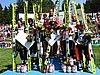Podium - od lewej: Kazuyoshi Funaki, schowany Noriaki Kasai, Daiki Ito (Japonia), Reinhard Schwarzenberger, Thomas Morgenstern, Martin Hoellwarth (Austria), Wojciech Tajner za nartą, Robert Mateja i Adam Małysz (Polska)